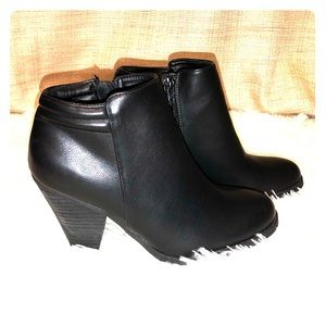Mia Luce ankle booties